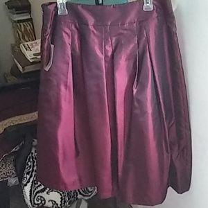 Skirt  Taffeta  wine-color, undertones of black